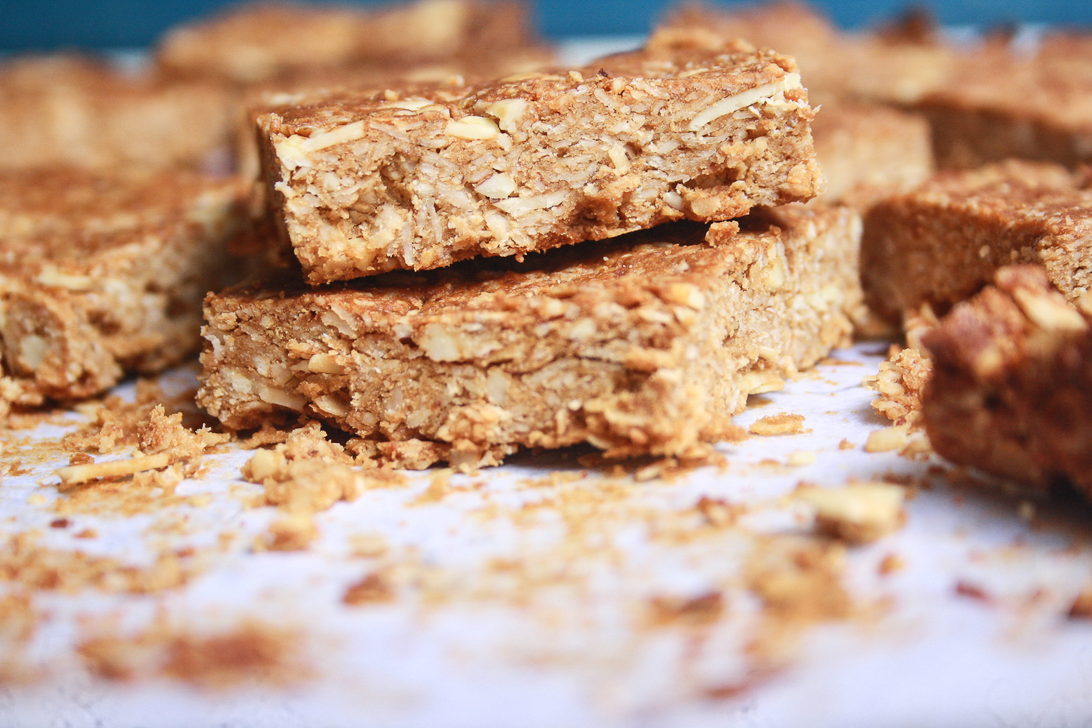 Chewy granola bars filled with oats, ground almonds, peanut butter. No fat or refined sugar!