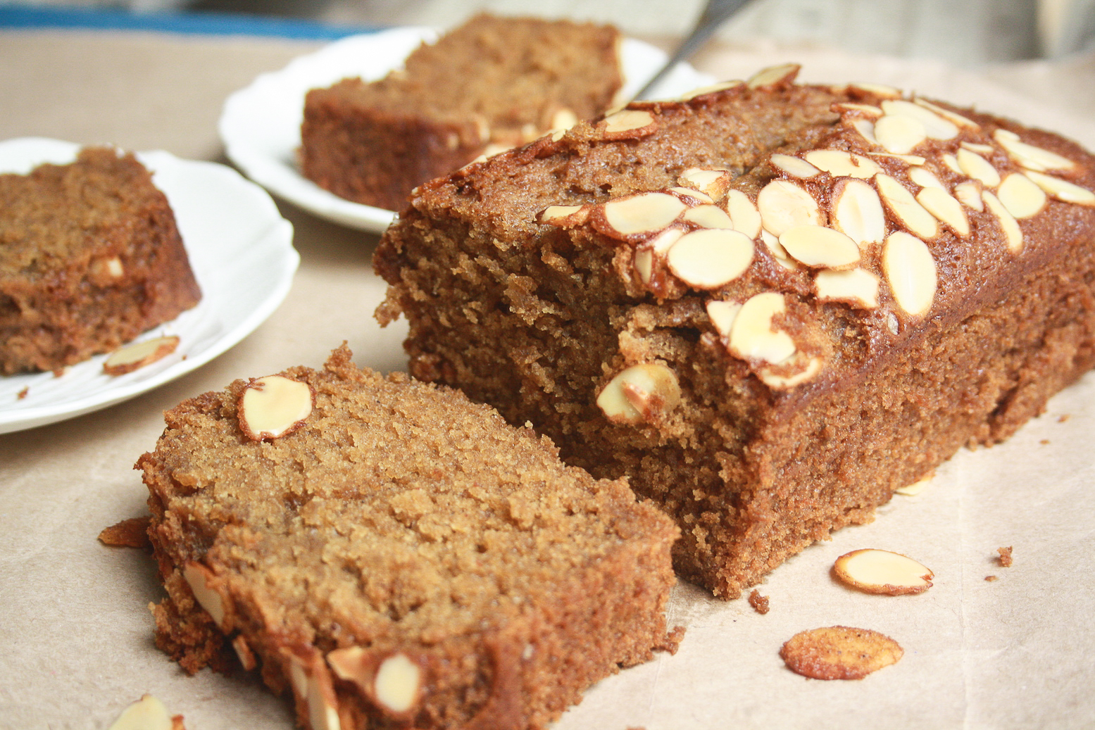 A wonderfully moist and dark honey cake filled with warming cloves, cinnamon and nutmeg!