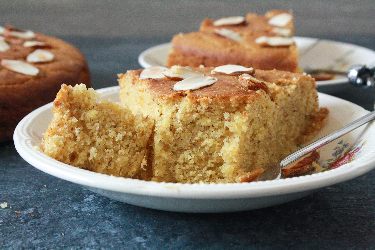 A gluten-free, super flavourful cake made with ground almonds and cornmeal!