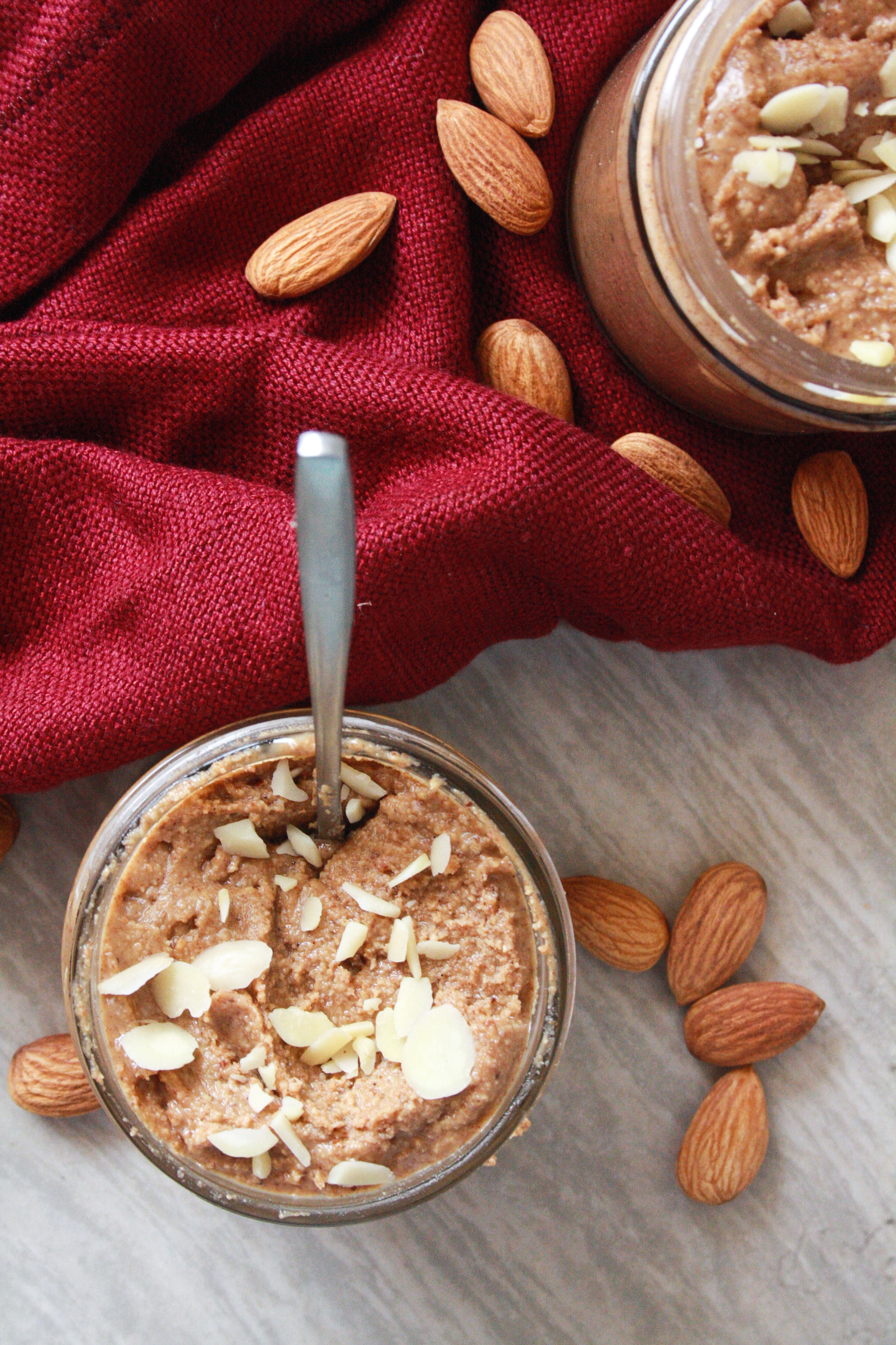 A super easy homemade almond butter infused with cinnamon and honey flavours!