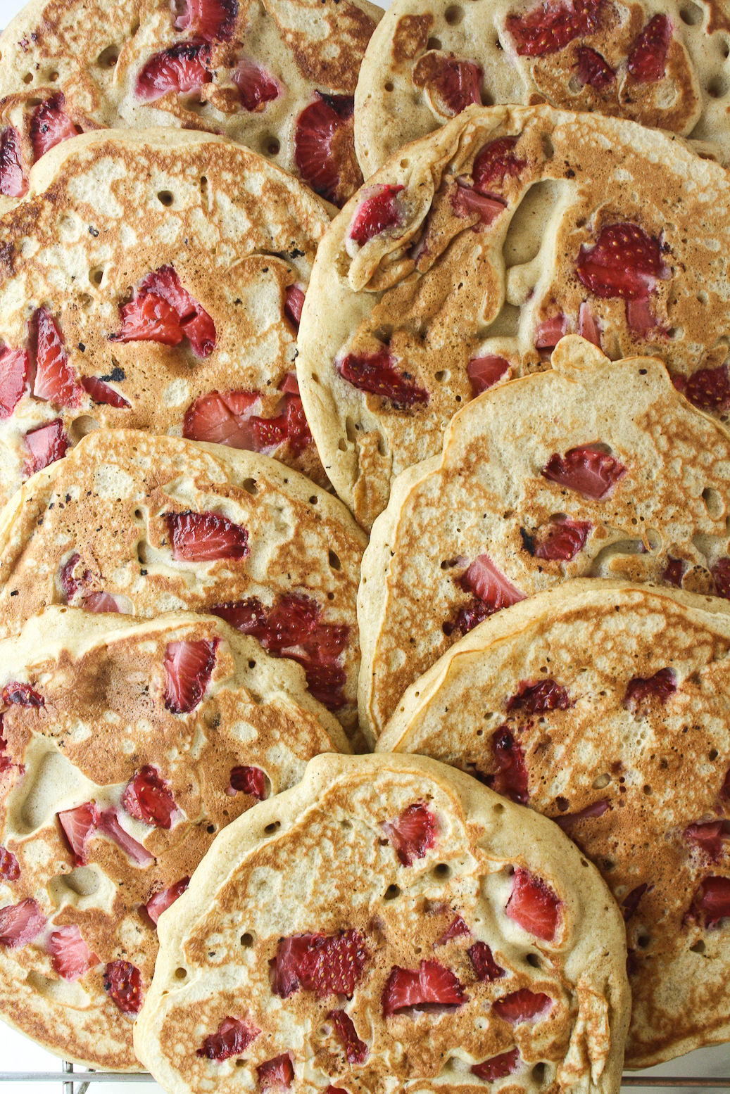 Tender, fluffy pancakes with strawberries, buckwheat and rye!