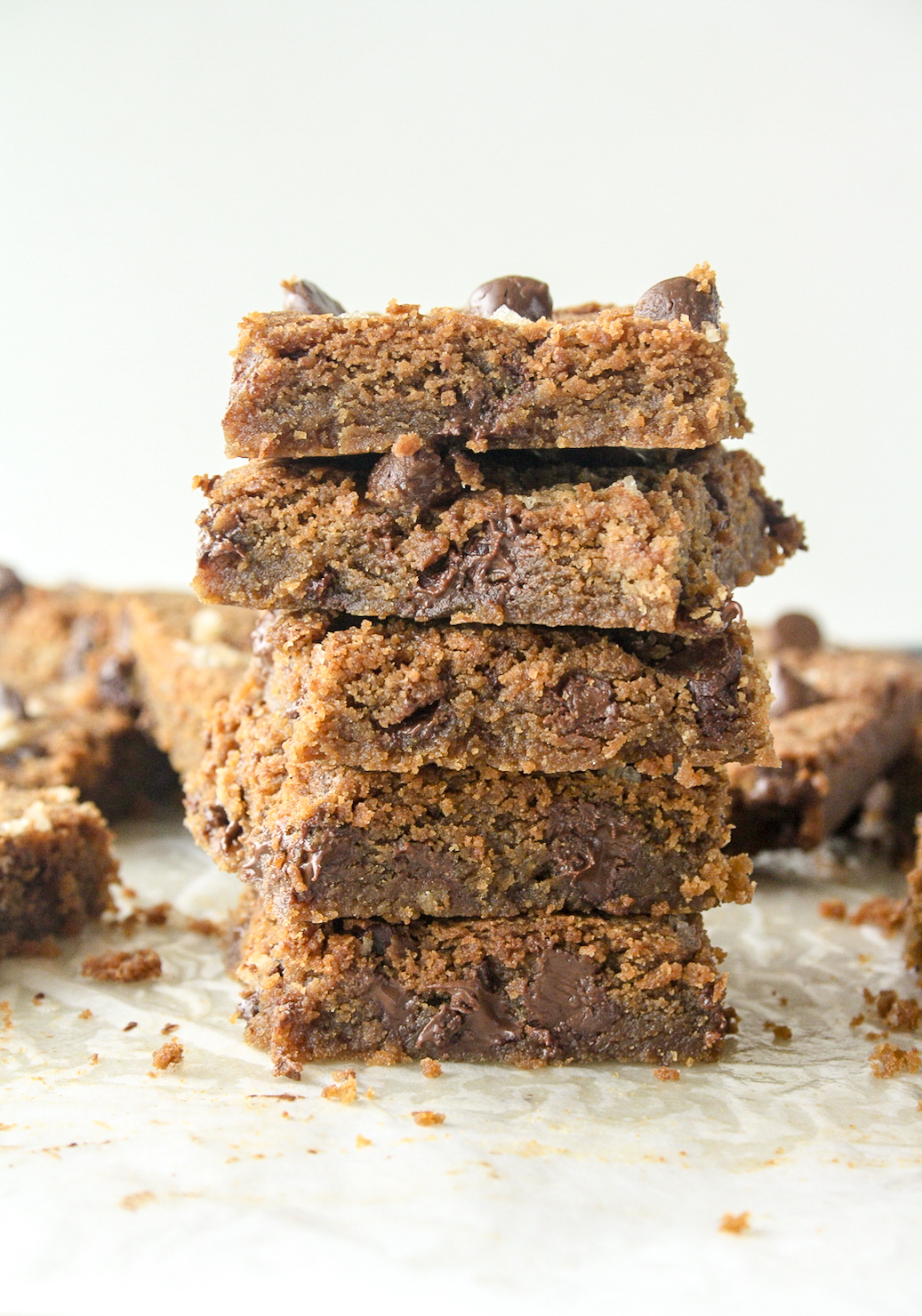 Chewy, moist peanut butter blondies!