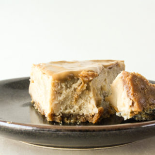 Rich and creamy baked cookie butter cheesecake on a Biscoff cookie base!