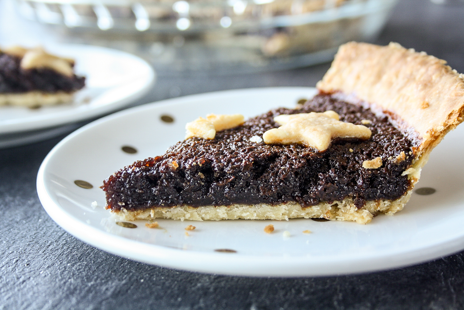 Dark molasses tart with ginger and cinnamon