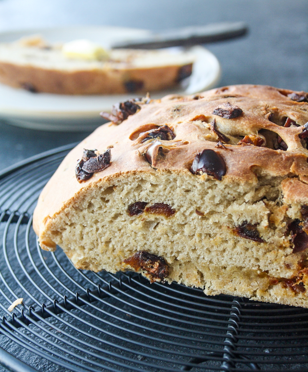 A tender, sweet loaf with chopped dates and rye flour